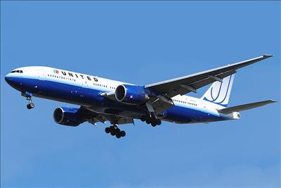 波音777喷射客机是适合长途飞行之双引擎飞机,载客量365人,航程7930
